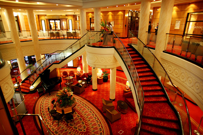 World s most luxurious ship african travel concept for Queen elizabeth 2 ship interior